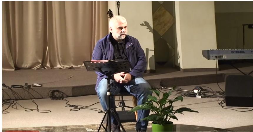 Vladimir Pustan face o criză de hernie de disc în timpul unei predici și se așează pe scaun. Trebuie să-l purtăm mai mult în rugăciune, trebuie sa se interneze!