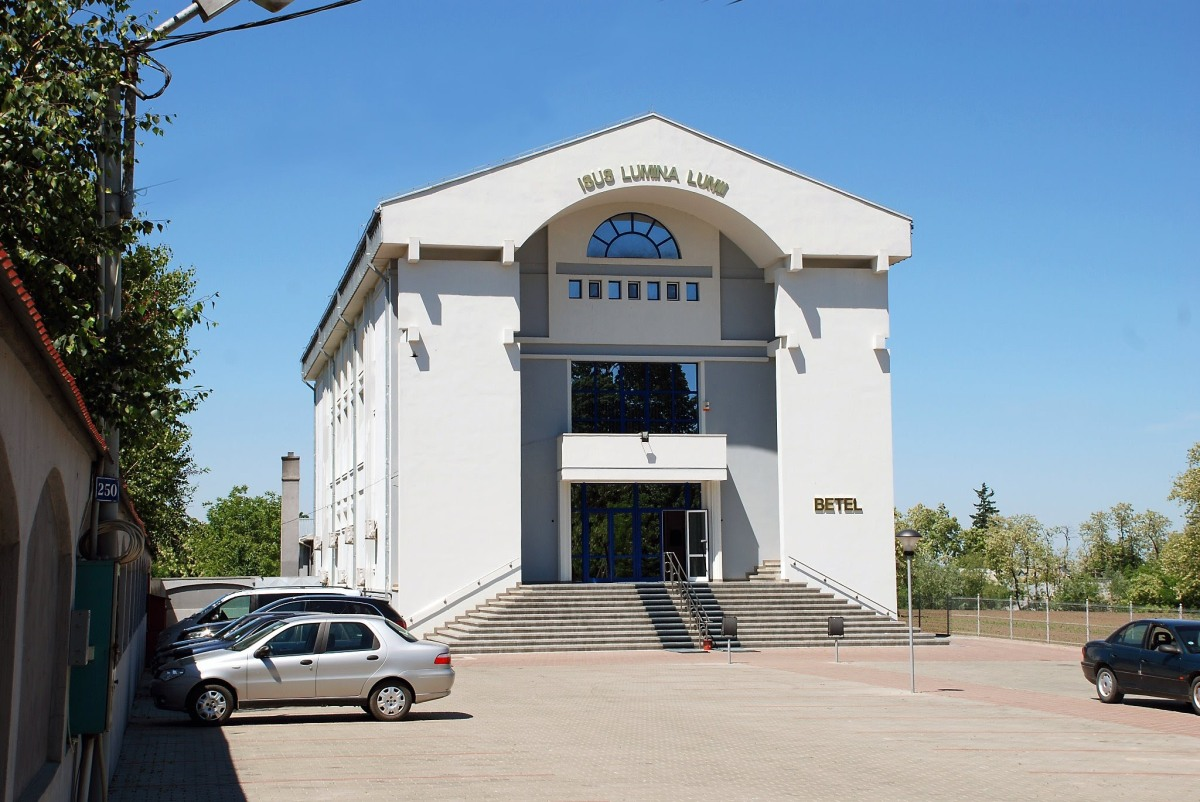 VIDEO – Prima slujbă de priveghi – MIHAI SANDU la BISERICA PENTICOSTALĂ BETEL DUMBRĂVENI, SUCEAVA