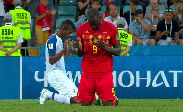 Jucătorii creștini din Belgia și Panama se roagă pe teren după meciul Cupei Mondiale