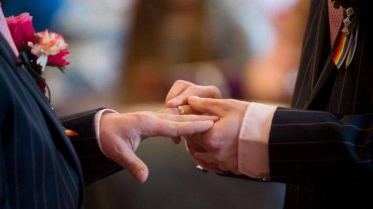 Parteneriat civil? Iubirea nu se votează, ci se întâmplă fără ștampilă – dar se poate împlini prin căsătorie