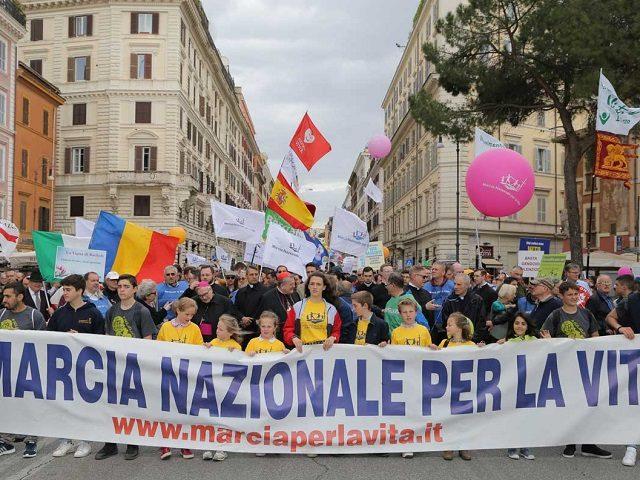 Marșul pentru Viață de la Roma a adunat zeci de mii de oameni. România, prezentă alături de delegații din alte state