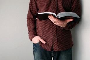 În iad cu Biblia în mână