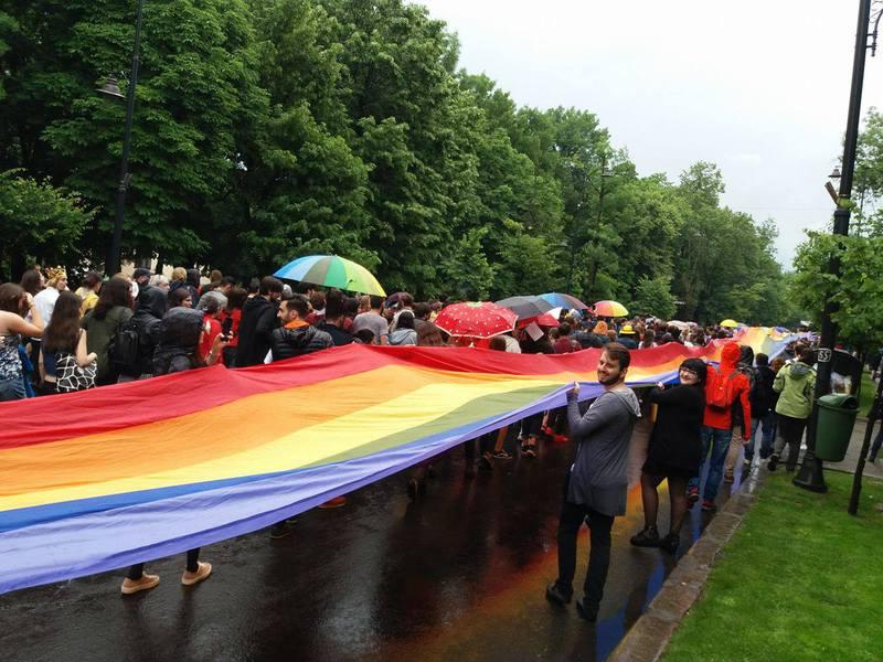 Șapte cupluri homosexuale au dat în judecată statul român la CEDO pentru recunoașterea relației de familie-nu ați votat la referendum, statul va fi obligat de UE să dea liber la căsătorii