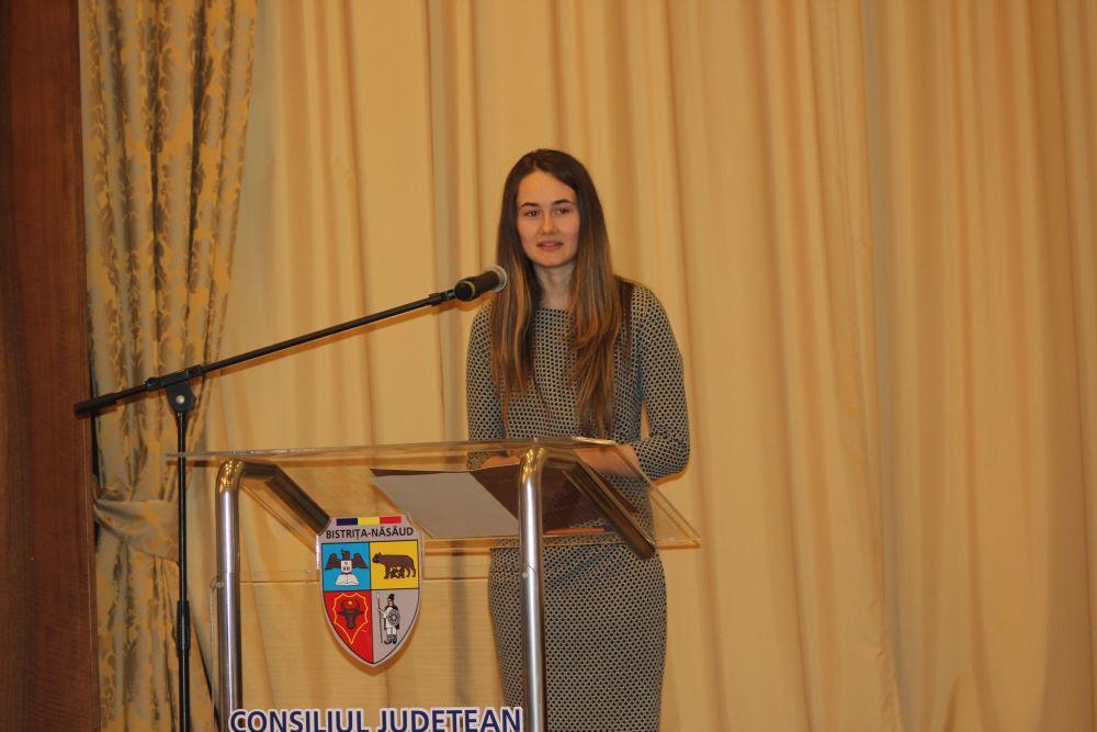 """Discursul emoționant al tinerei din Lunca Ilvei, șefă de promoție la Sorbona.""""Cine îl cunoaște pe Dumnezeu, nu își va negocia valorile!"""""""