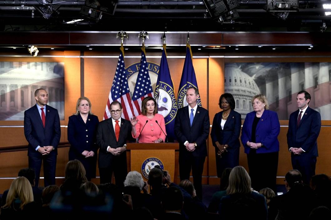 Camera Reprezentanţilor transmite Senatului actul de acuzare împotriva lui Donald Trump