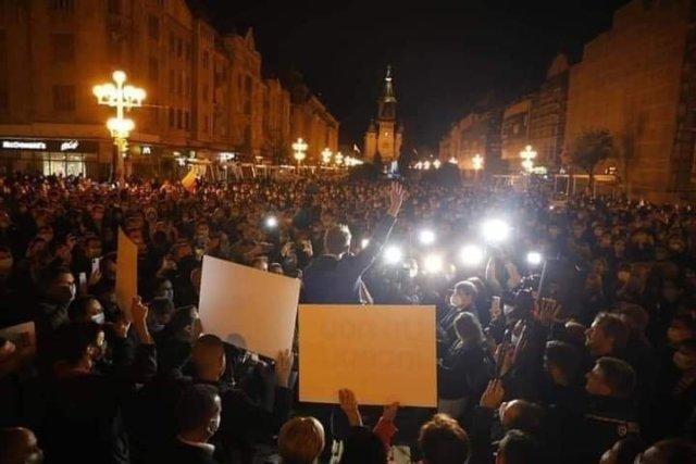 Noapte bună România! Somn ușor creștini! De acum dormiți că vânzătorul este mai aproape decât gândiți.